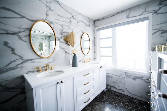 Style i aranżacje łazienek – 4 elementy, na które trzeba zwrócić uwagę
