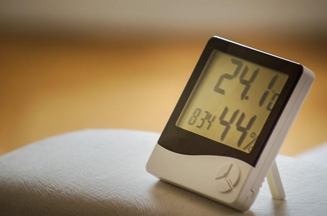Mierzenie poziomu nawilżenia powietrza za pomocą higrometru